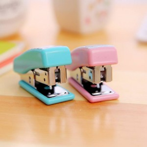 deli-mini-stapler-24-or-6-multi-color-2