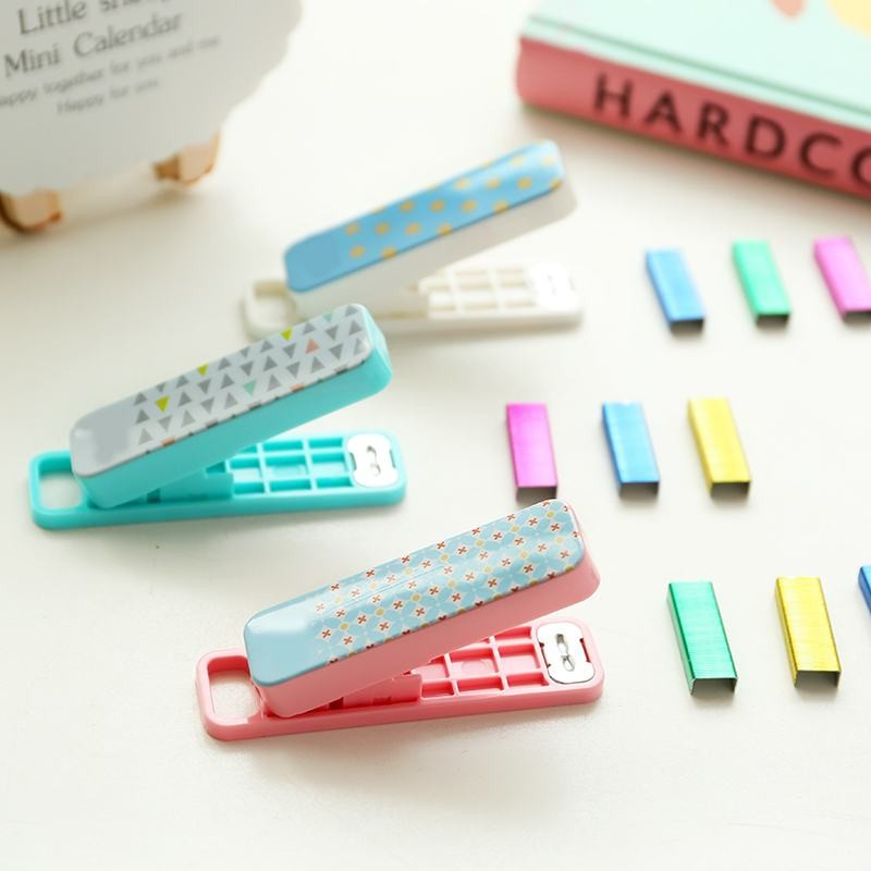 deli-mini-stapler-geometric-multi-color-1